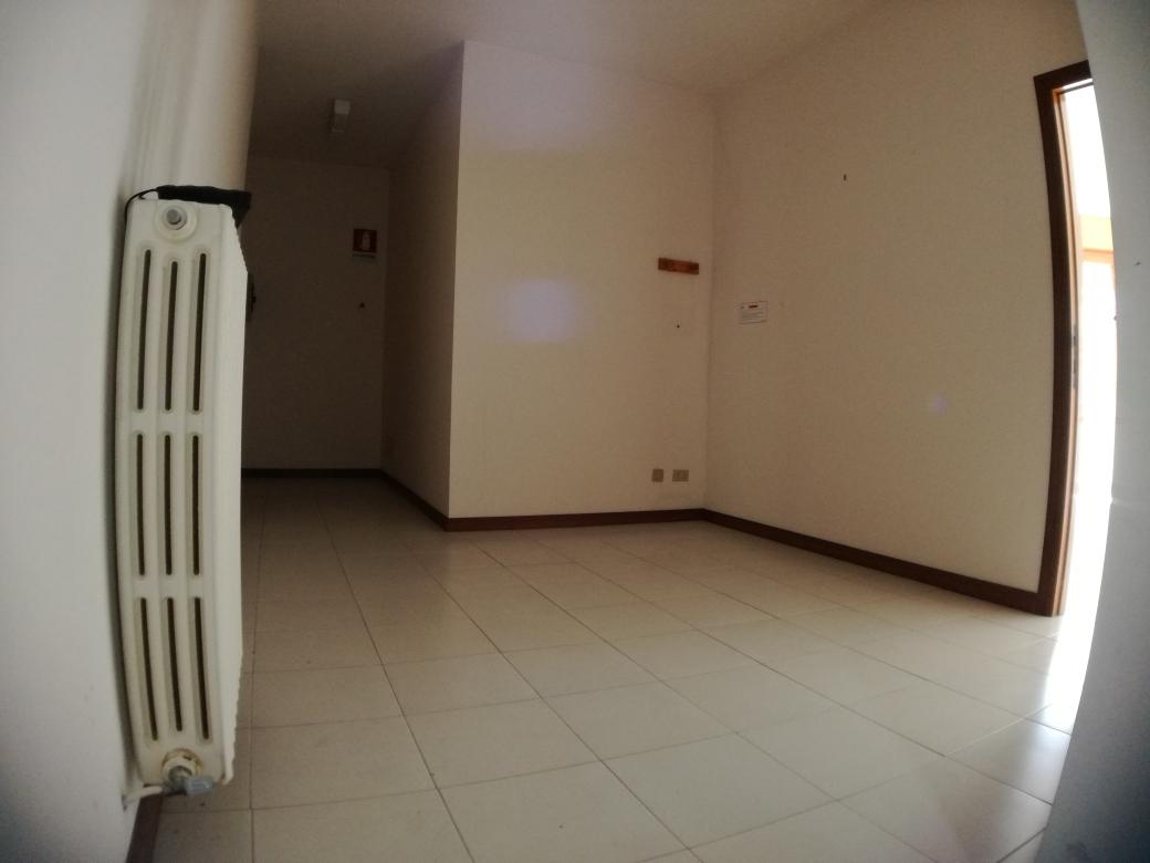 Appartamento in vendita a Macerata, 3 locali, zona Zona: Semicentrale, prezzo € 77.000 | CambioCasa.it