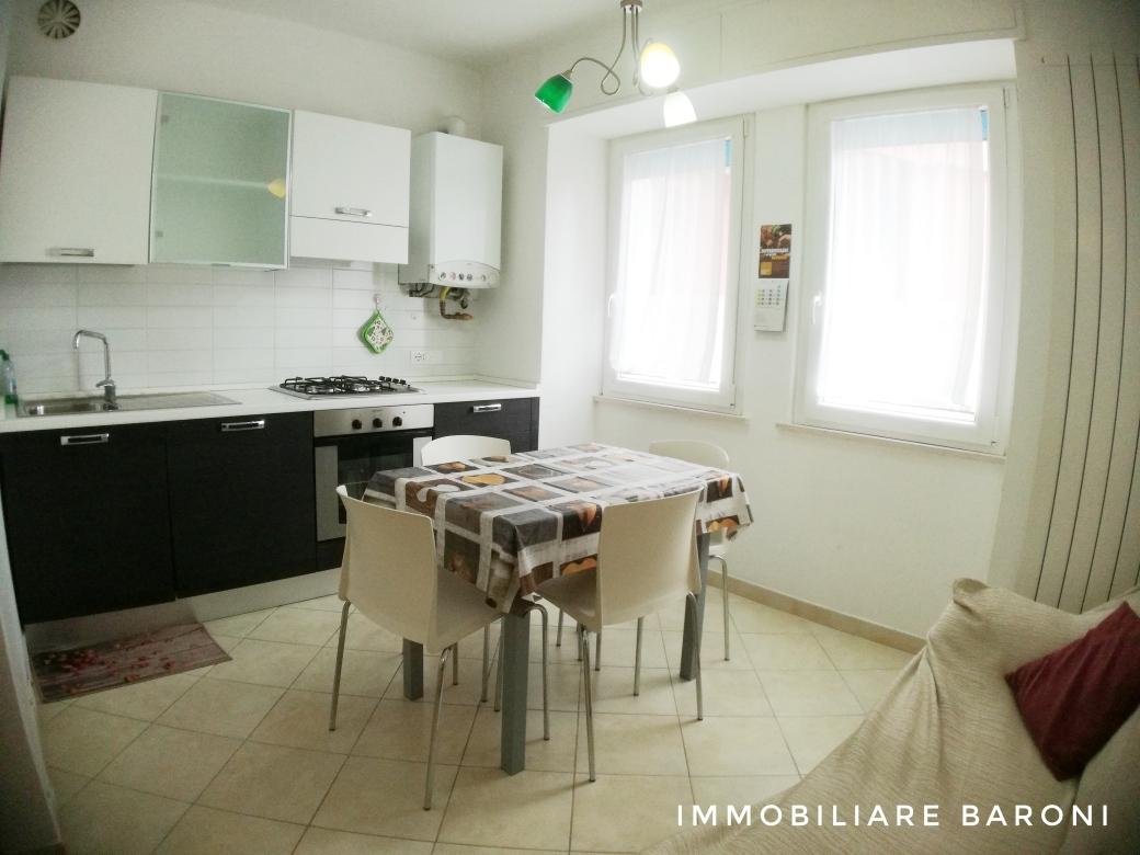 Appartamento in affitto a Macerata, 2 locali, zona Zona: Semicentrale, prezzo € 400 | CambioCasa.it