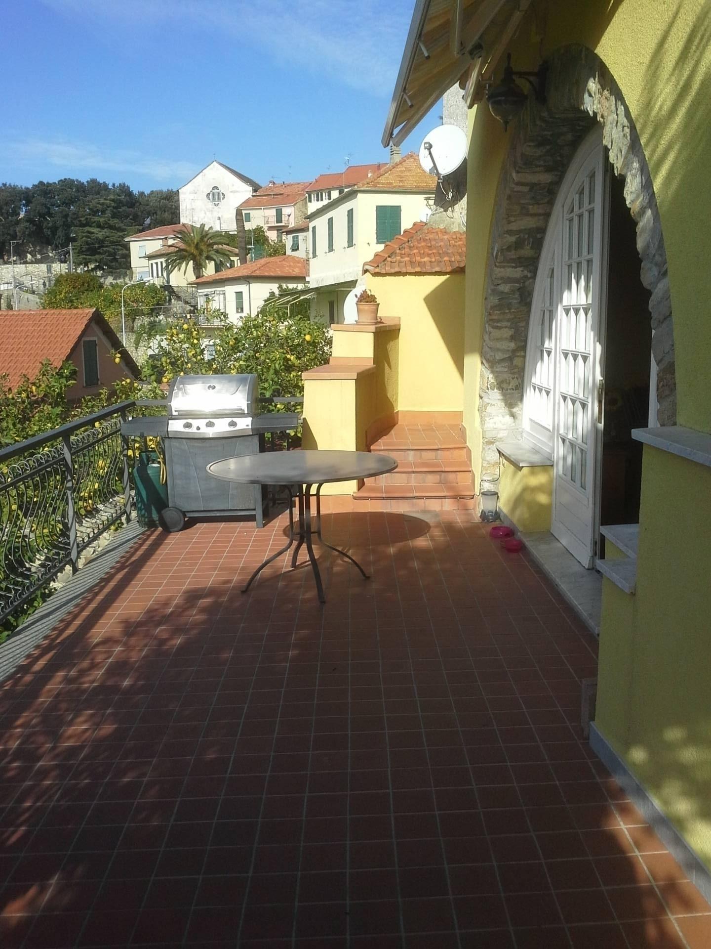Villa in vendita a Diano Castello, 5 locali, prezzo € 450.000 | CambioCasa.it