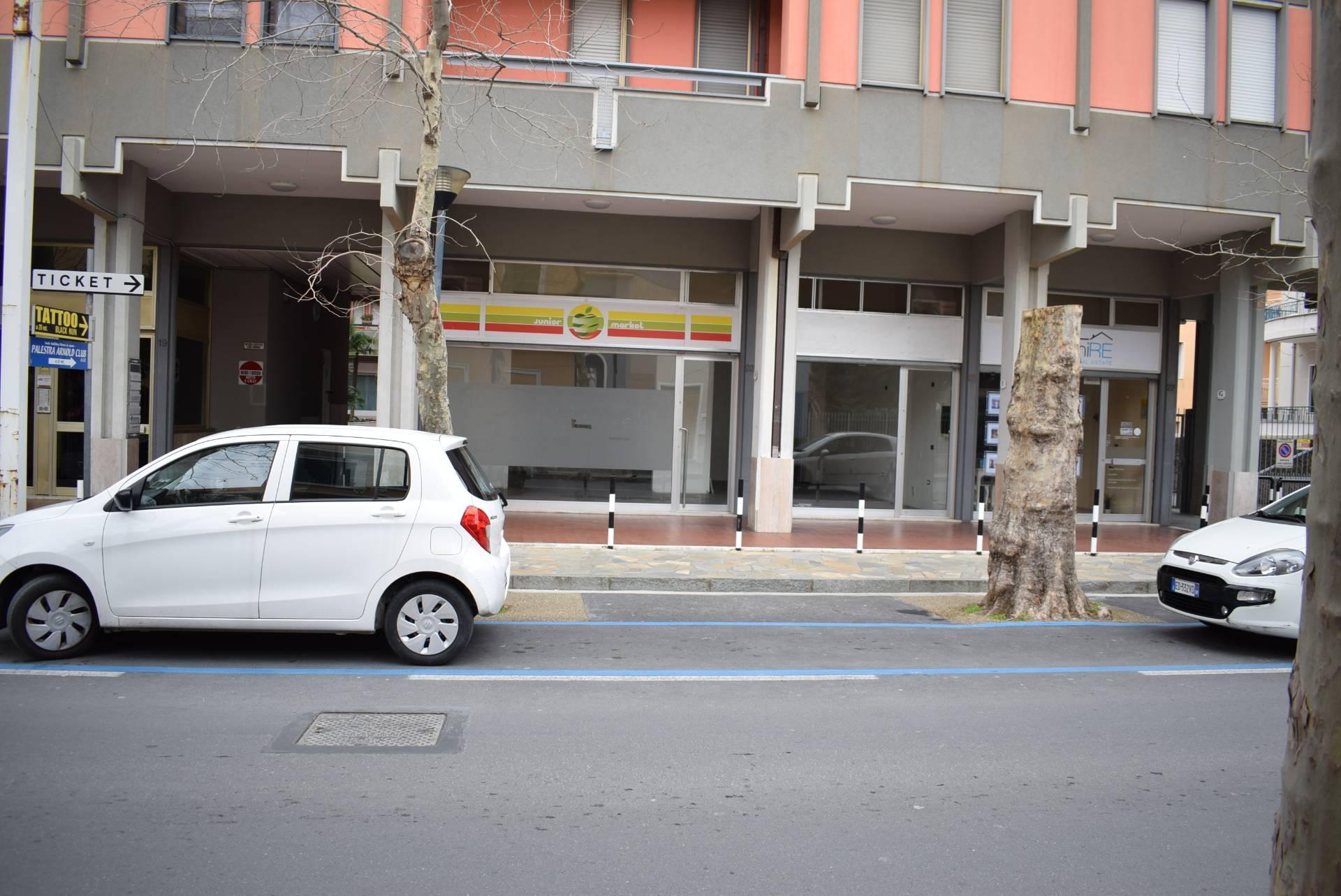 Negozio / Locale in affitto a Diano Marina, 9999 locali, prezzo € 1.100 | CambioCasa.it