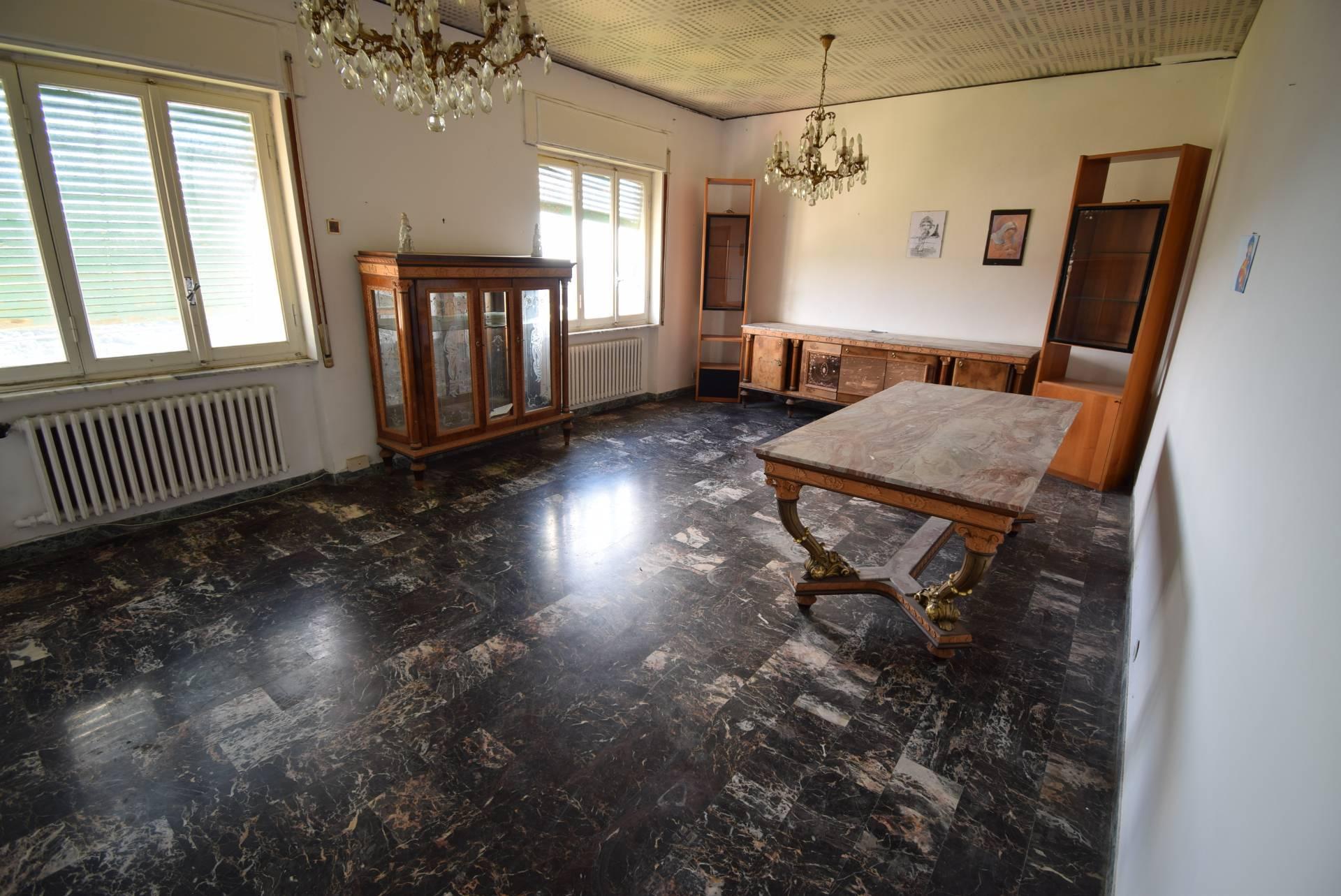 Appartamento in vendita a Diano Castello, 4 locali, prezzo € 219.000   CambioCasa.it