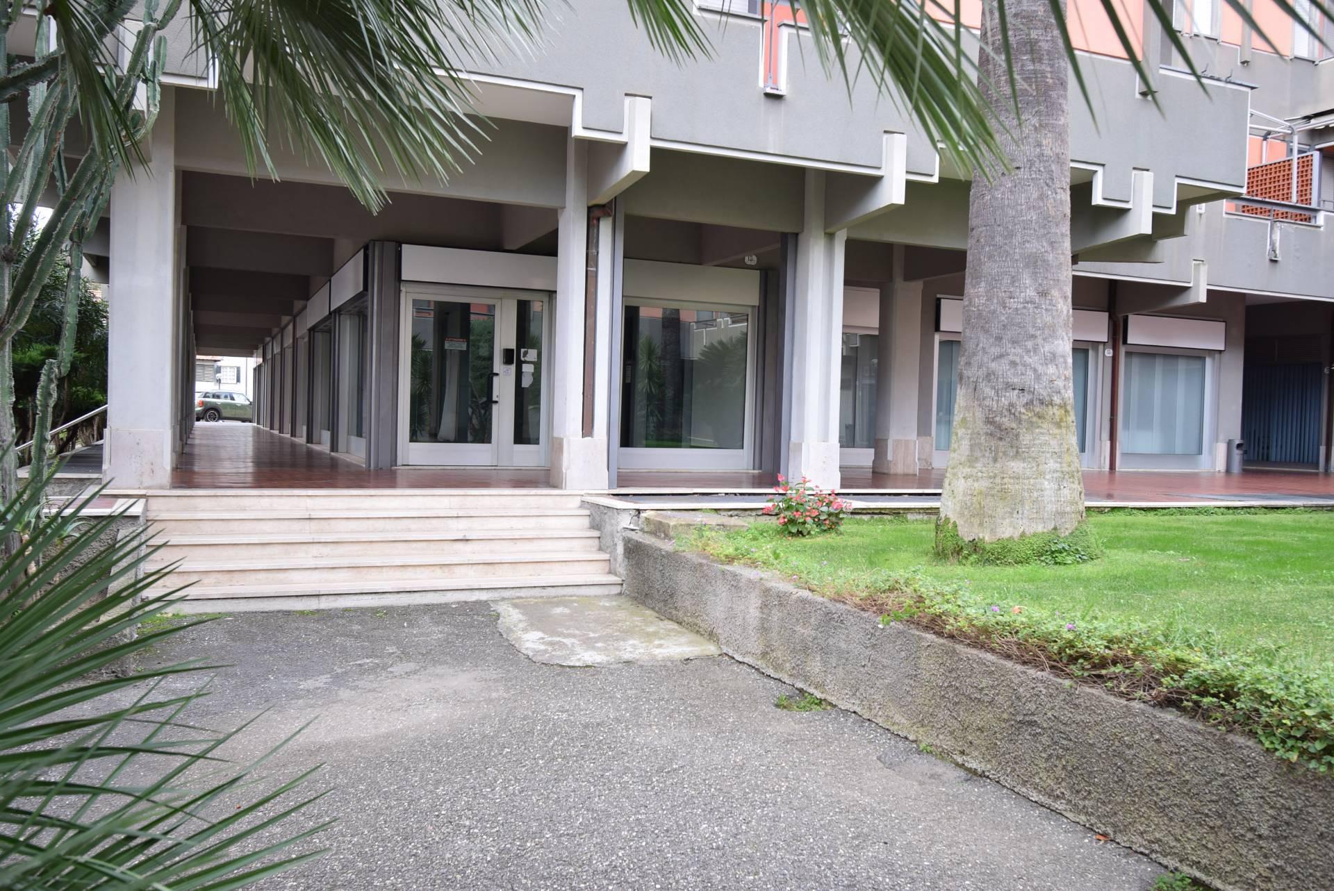 Negozio / Locale in affitto a Diano Marina, 9999 locali, prezzo € 2.500 | CambioCasa.it