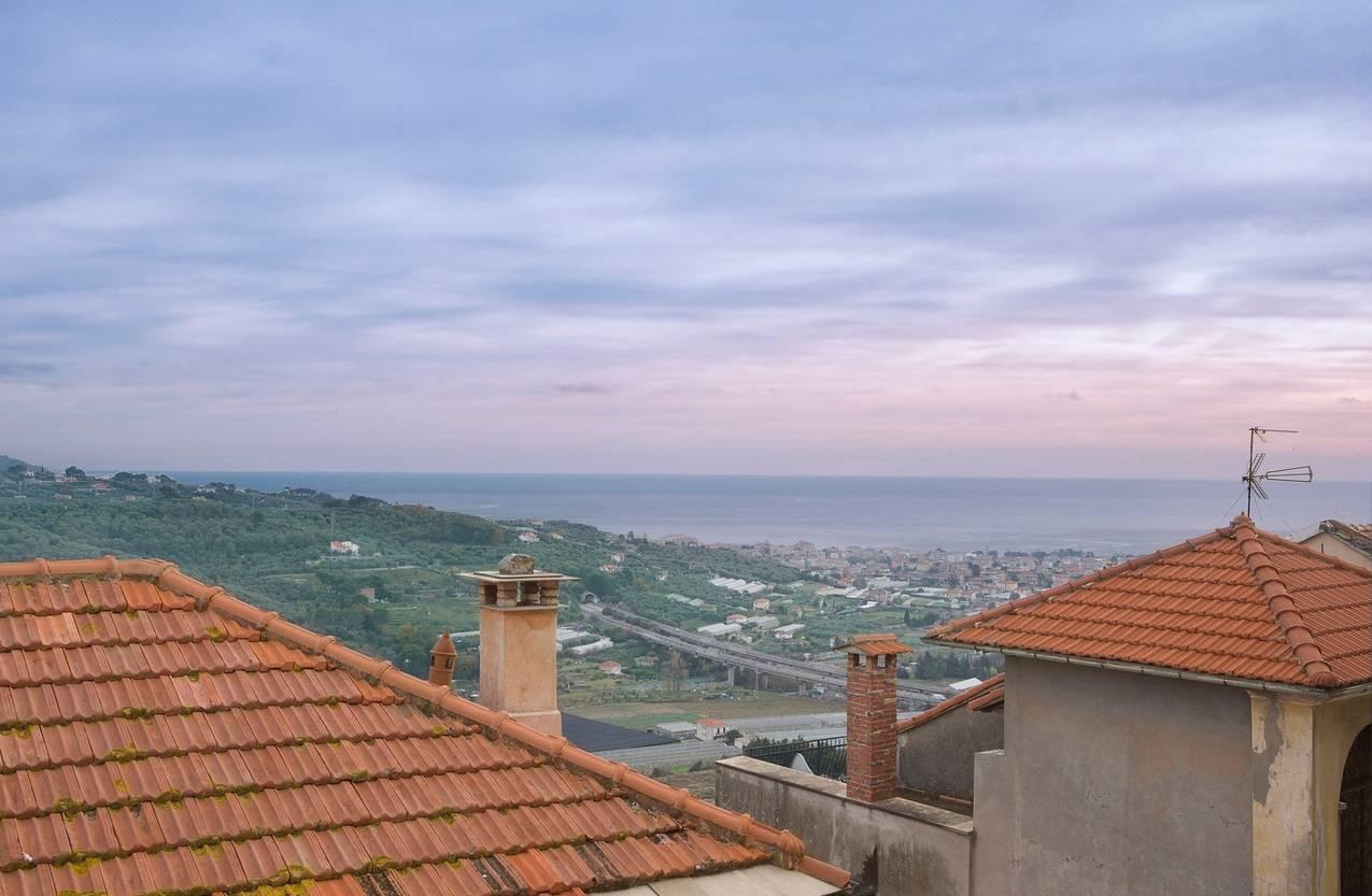 Appartamento in vendita a Diano Castello, 3 locali, prezzo € 185.000   CambioCasa.it