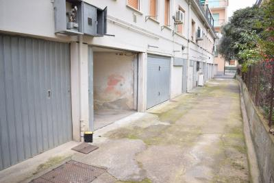 Box o garage in Vendita a Diano Marina