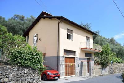 Casa singola in Vendita a Diano San Pietro