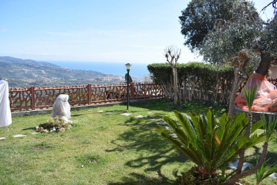 Villa for Sale to Diano Arentino