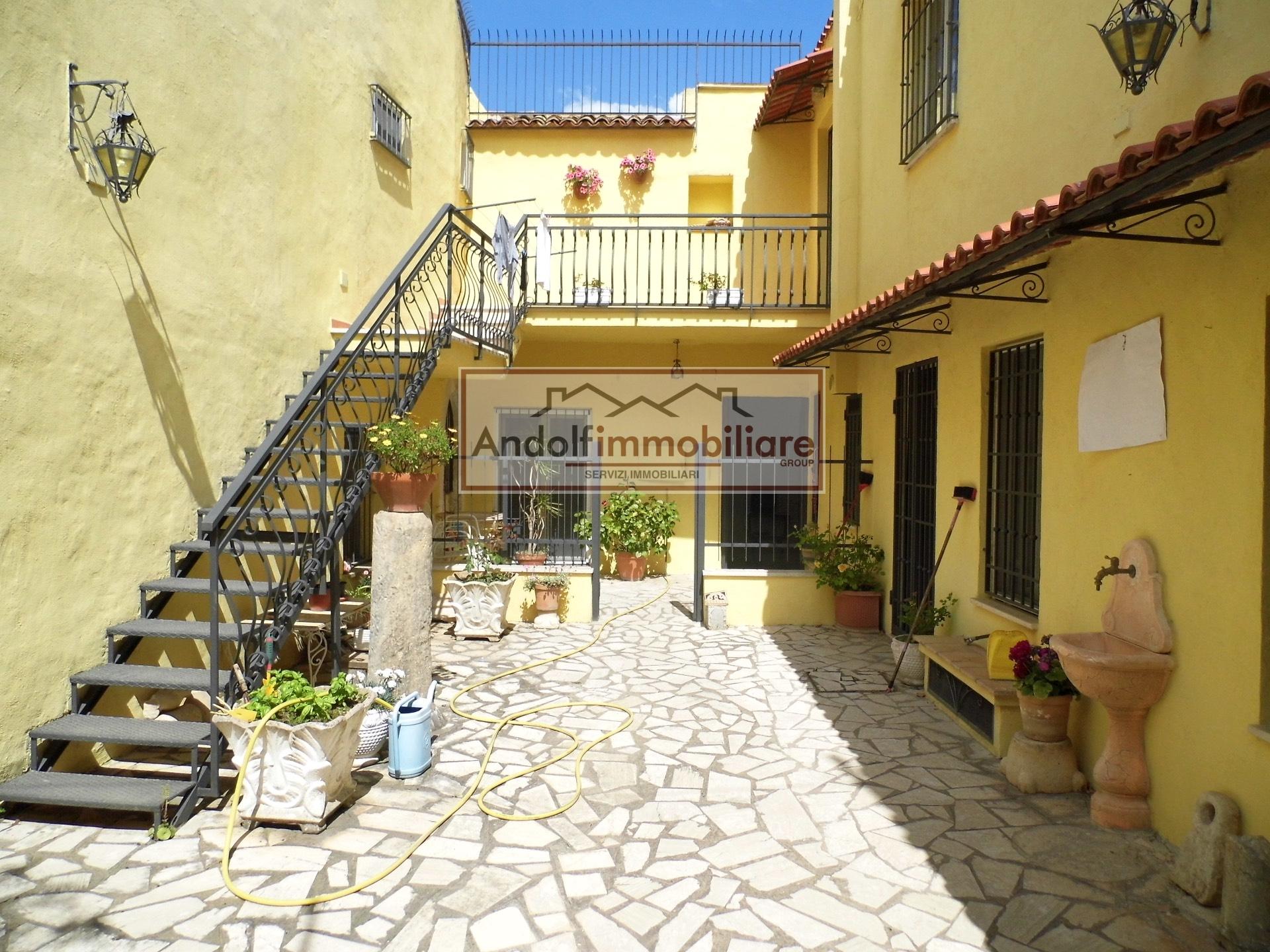 Villa in vendita a Gaeta, 7 locali, prezzo € 650.000 | Cambio Casa.it