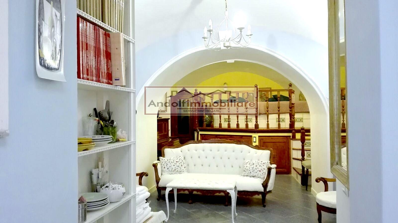 Appartamento in vendita a Gaeta, 5 locali, prezzo € 420.000 | CambioCasa.it