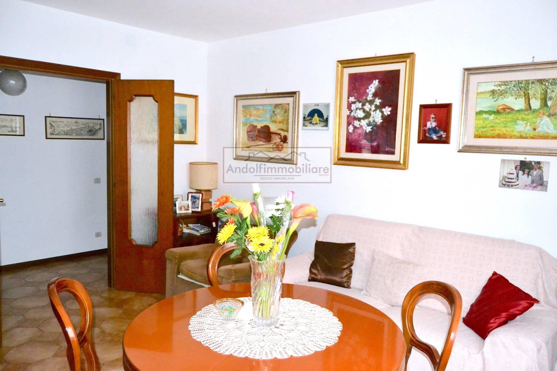 Appartamento in vendita a Gaeta, 4 locali, prezzo € 175.000 | CambioCasa.it