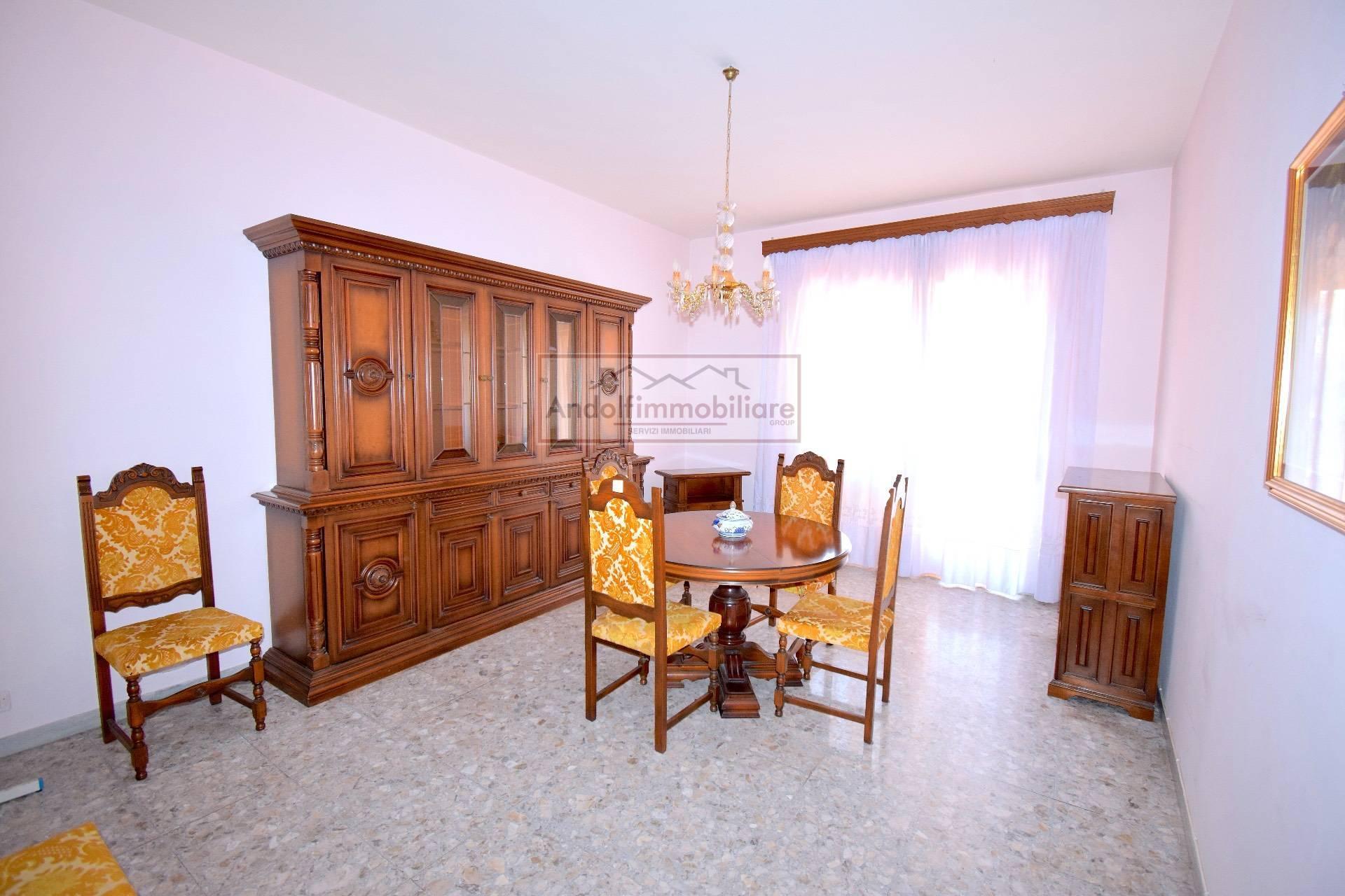 Appartamento in vendita a Gaeta, 4 locali, prezzo € 259.000 | CambioCasa.it