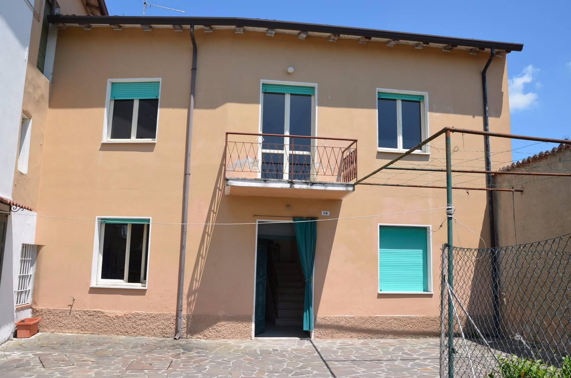 Rustico / Casale in vendita a Solferino, 4 locali, prezzo € 89.000 | PortaleAgenzieImmobiliari.it
