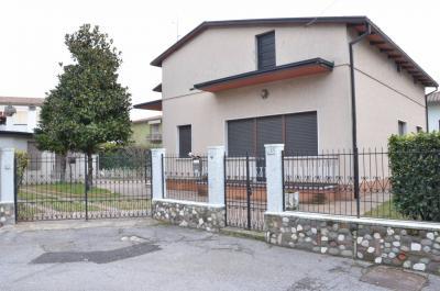 Villa in Vendita a Castiglione delle Stiviere