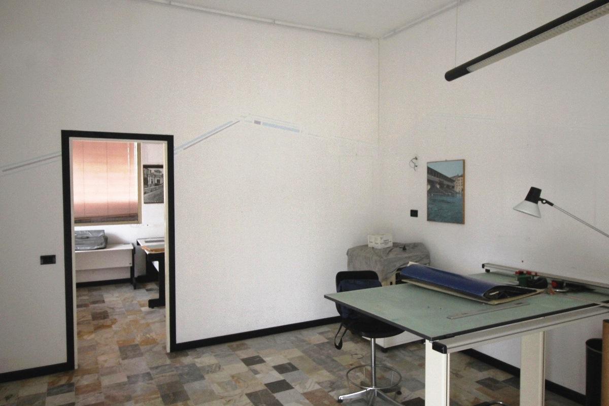 Ufficio / Studio in affitto a Curno, 9999 locali, prezzo € 400 | CambioCasa.it