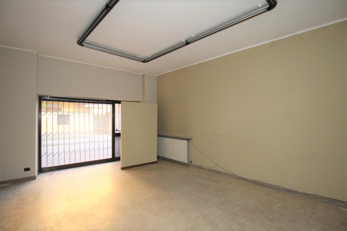 Ufficio / Studio in affitto a Brembate di Sopra, 9999 locali, prezzo € 380   CambioCasa.it