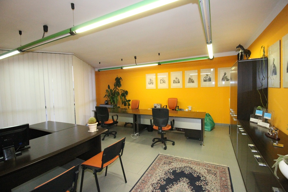 Ufficio / Studio in affitto a Sotto il Monte Giovanni XXIII, 9999 locali, prezzo € 400   CambioCasa.it