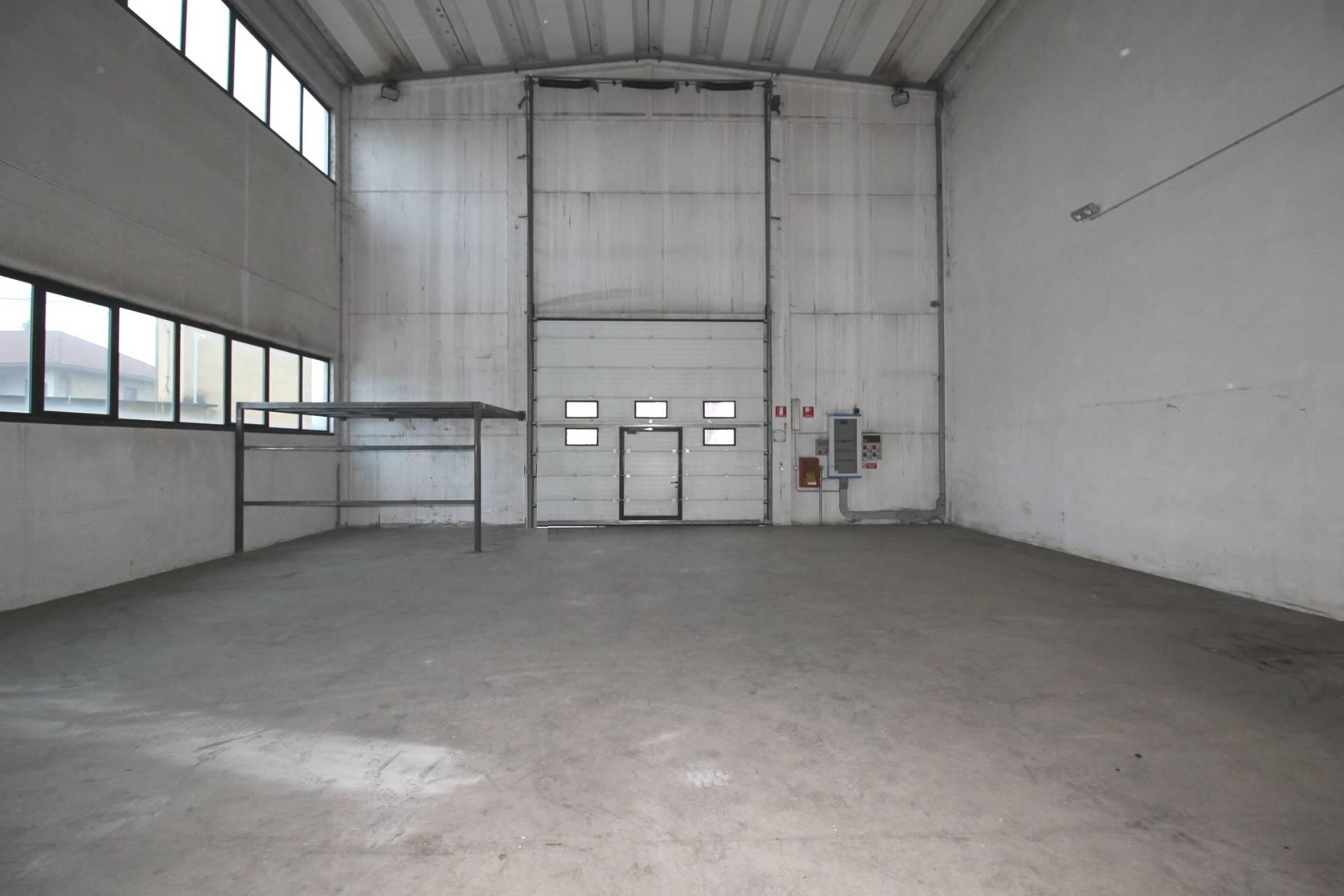 Capannone in affitto a Mapello, 9999 locali, zona Zona: Prezzate, prezzo € 1.350 | CambioCasa.it