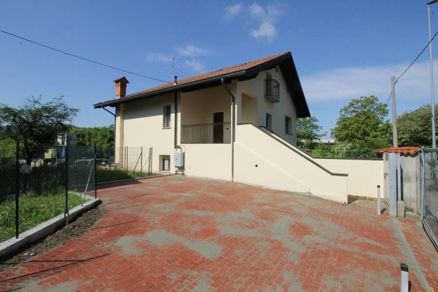 Appartamento in affitto a Palazzago, 5 locali, prezzo € 180.000   CambioCasa.it