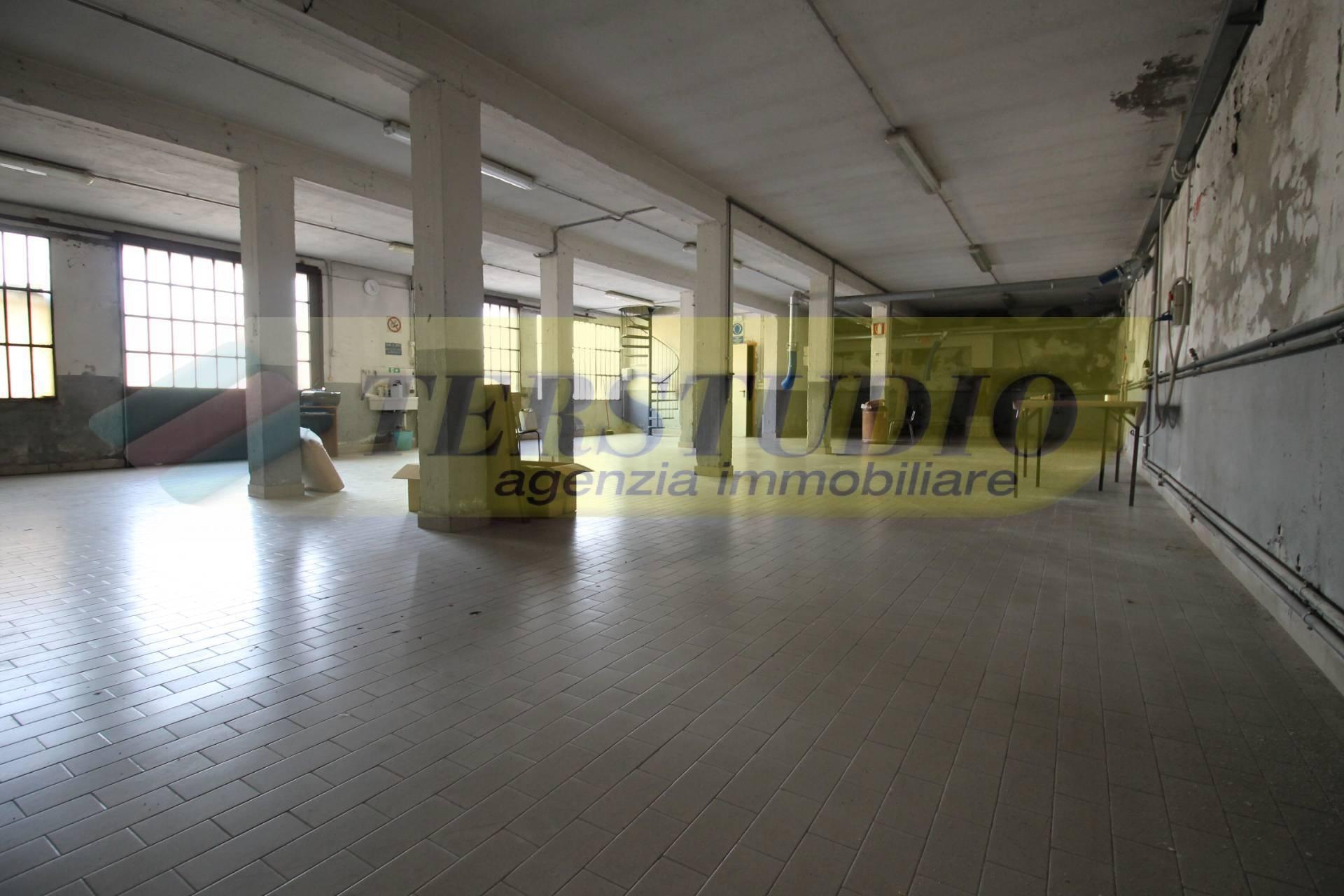 Capannone in affitto a Ambivere, 9999 locali, prezzo € 1.000 | CambioCasa.it