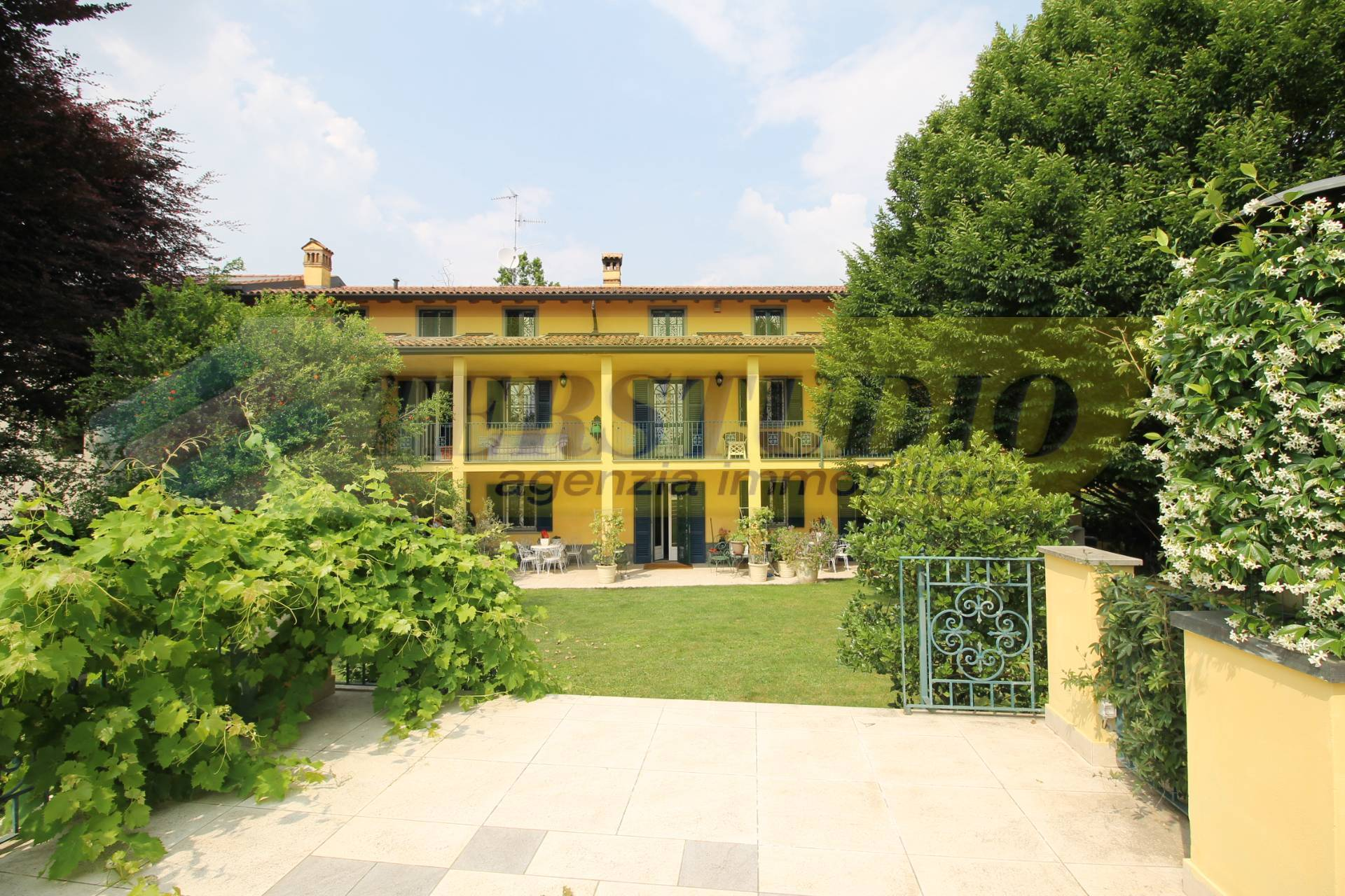 Villa in vendita a Ponteranica, 6 locali, prezzo € 1.690.000   CambioCasa.it