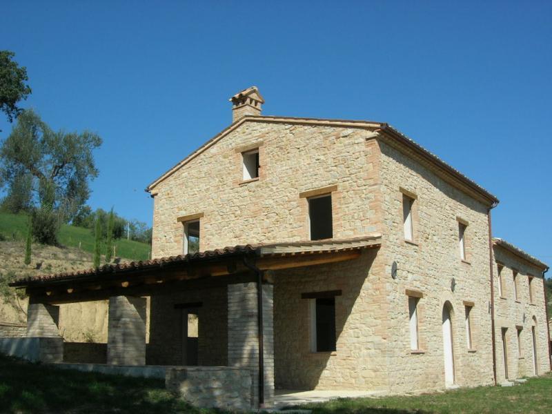 Soluzione Indipendente in vendita a Penna San Giovanni, 8 locali, prezzo € 590.000 | Cambio Casa.it