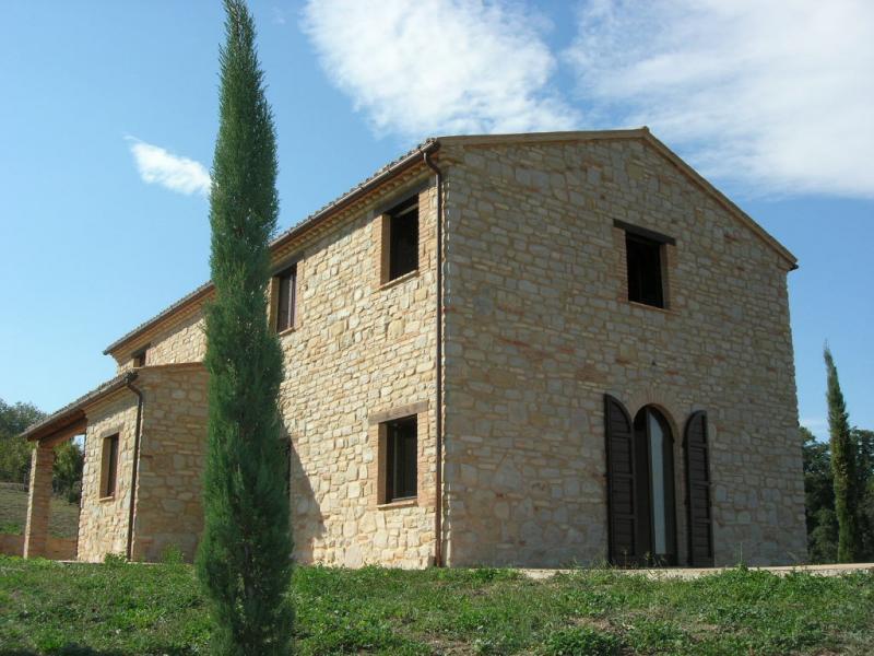 Soluzione Indipendente in vendita a Santa Vittoria in Matenano, 6 locali, prezzo € 490.000 | Cambio Casa.it