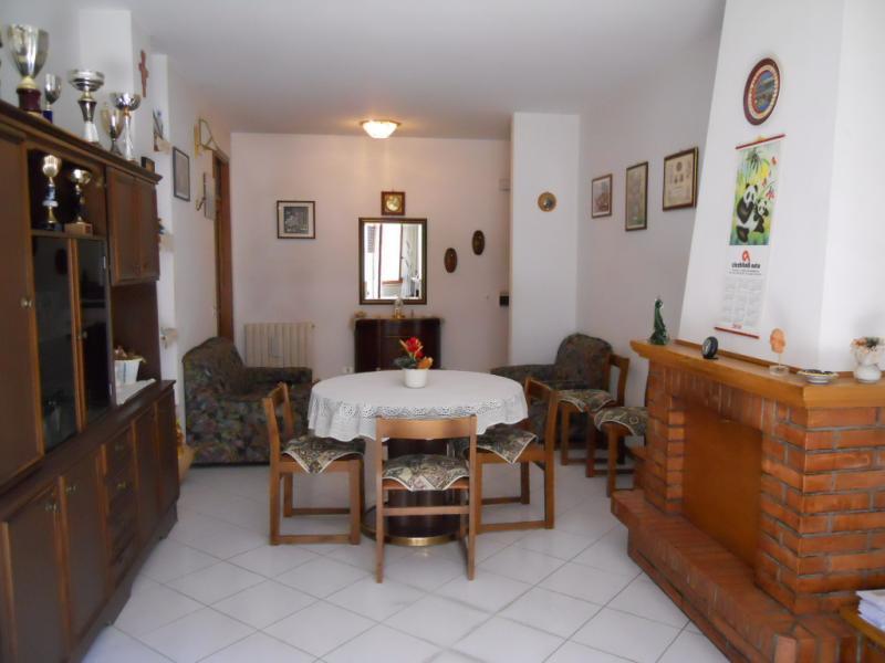 Appartamento in vendita a Sarnano, 4 locali, prezzo € 65.000 | Cambio Casa.it