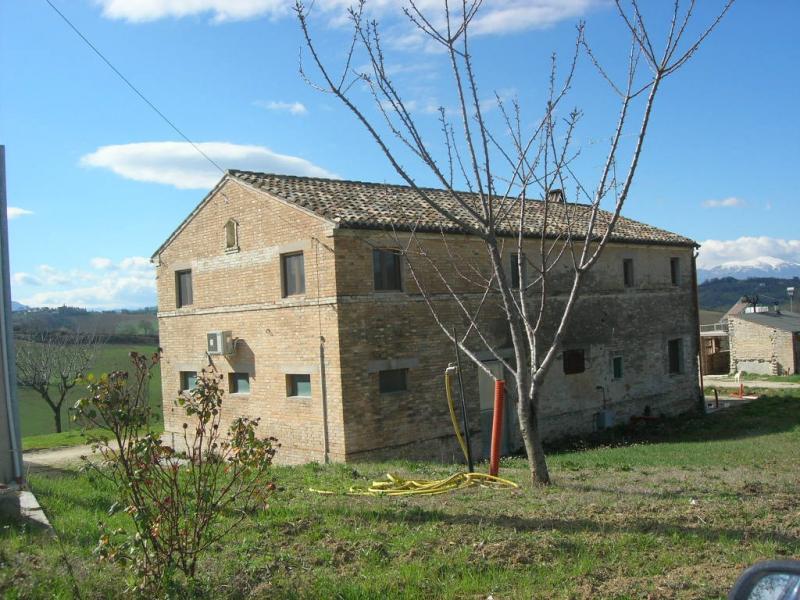 Soluzione Indipendente in vendita a Monterubbiano, 8 locali, prezzo € 420.000   Cambio Casa.it