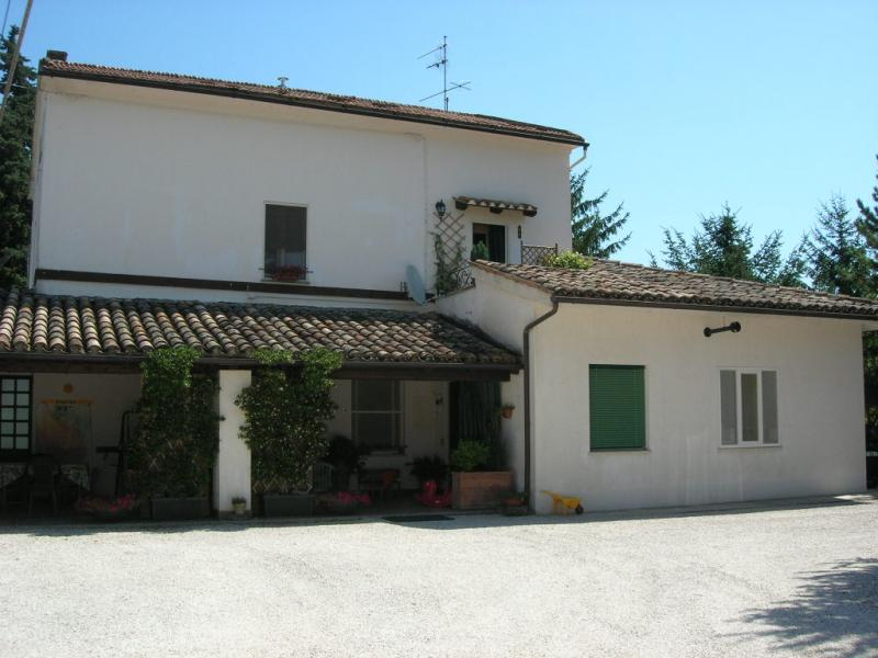 Soluzione Indipendente in vendita a San Ginesio, 10 locali, prezzo € 290.000 | Cambio Casa.it
