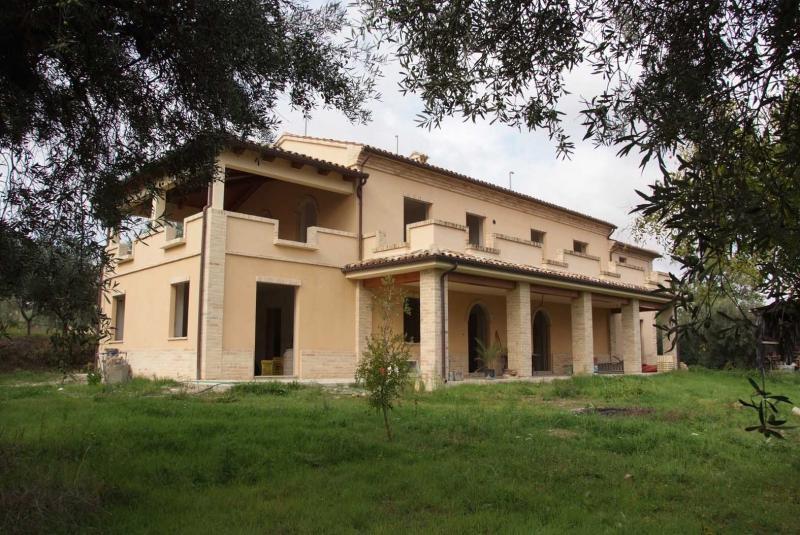Soluzione Indipendente in vendita a Montegiorgio, 11 locali, Trattative riservate | Cambio Casa.it