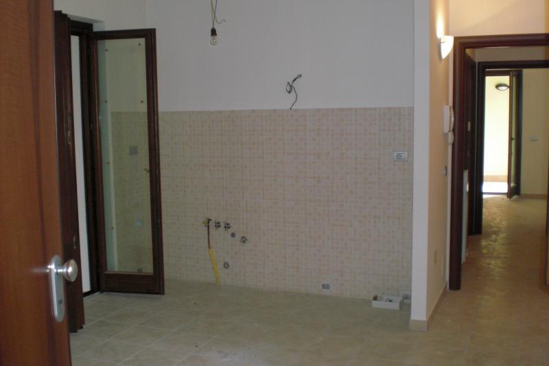 Appartamento in vendita a Amandola, 4 locali, prezzo € 89.000 | Cambio Casa.it