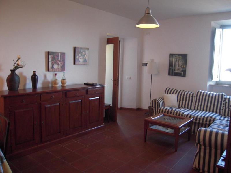 Appartamento in vendita a Sant'Angelo in Pontano, 5 locali, prezzo € 130.000 | Cambio Casa.it