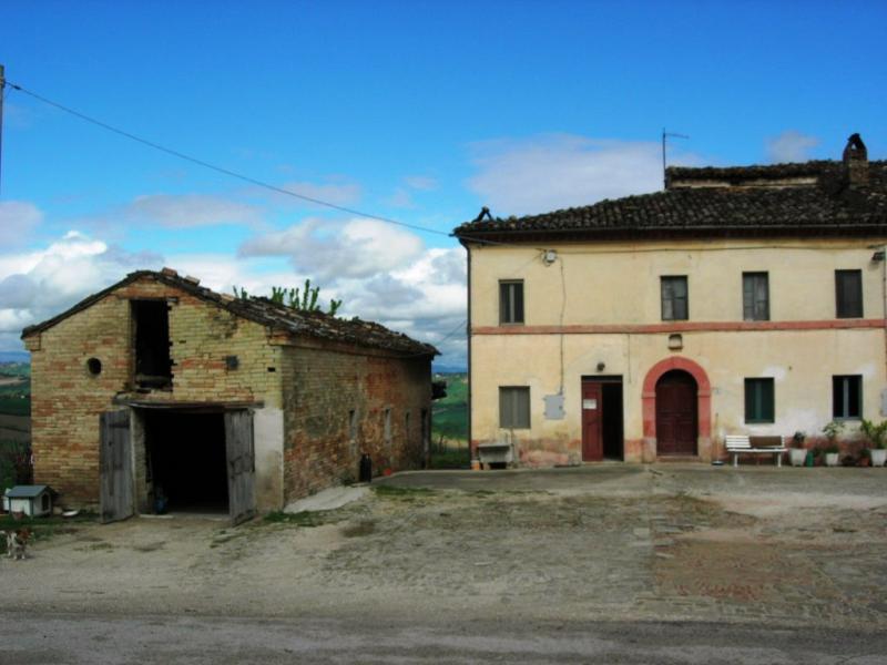 Soluzione Indipendente in vendita a Falerone, 9 locali, prezzo € 100.000 | Cambio Casa.it