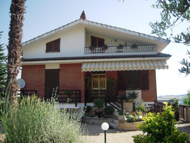 Soluzione Indipendente in vendita a Santa Vittoria in Matenano, 8 locali, prezzo € 335.000 | Cambio Casa.it