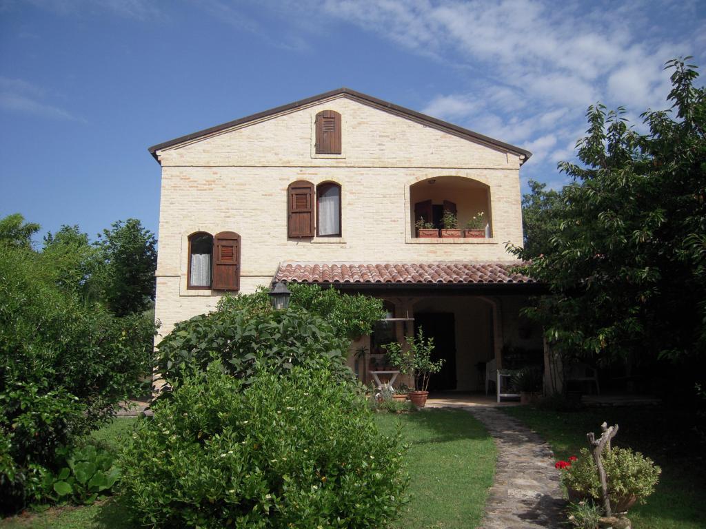 Soluzione Indipendente in vendita a Montegiorgio, 8 locali, prezzo € 350.000 | Cambio Casa.it