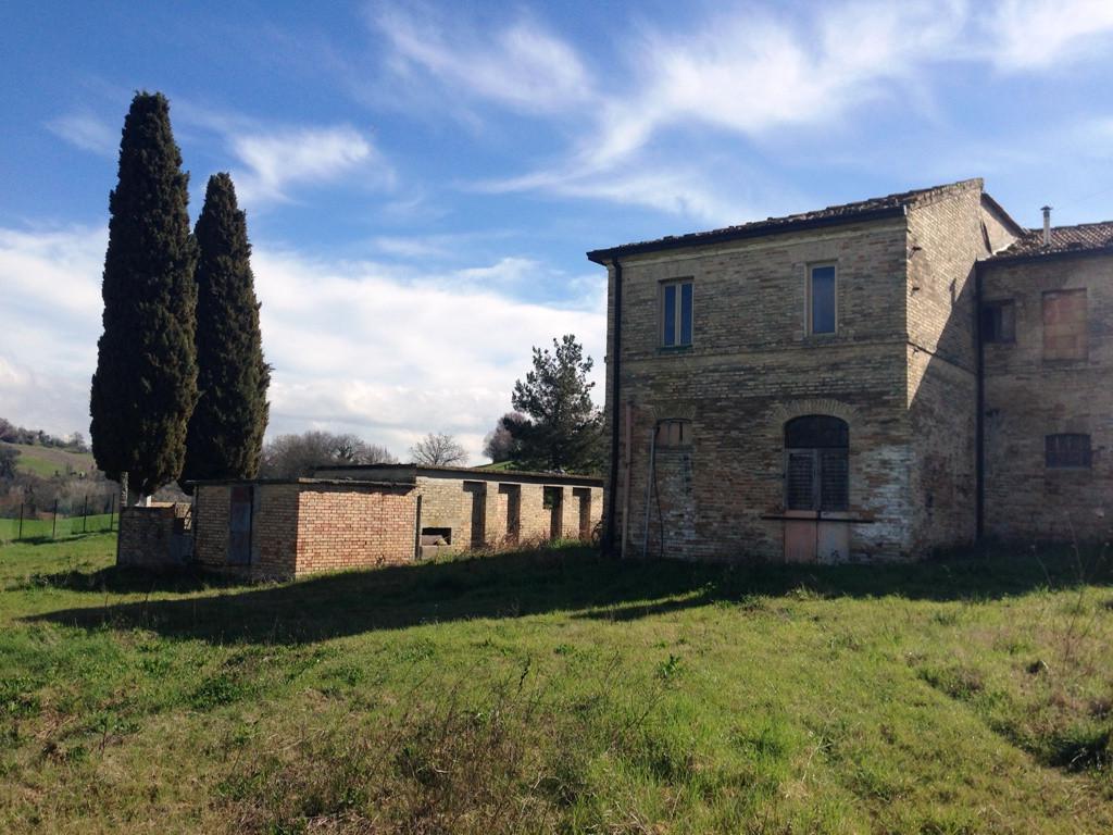 Soluzione Indipendente in vendita a Monteleone di Fermo, 8 locali, prezzo € 160.000   Cambio Casa.it