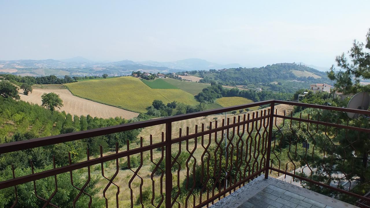 Appartamento in vendita a Monte Vidon Corrado, 5 locali, prezzo € 85.000 | CambioCasa.it