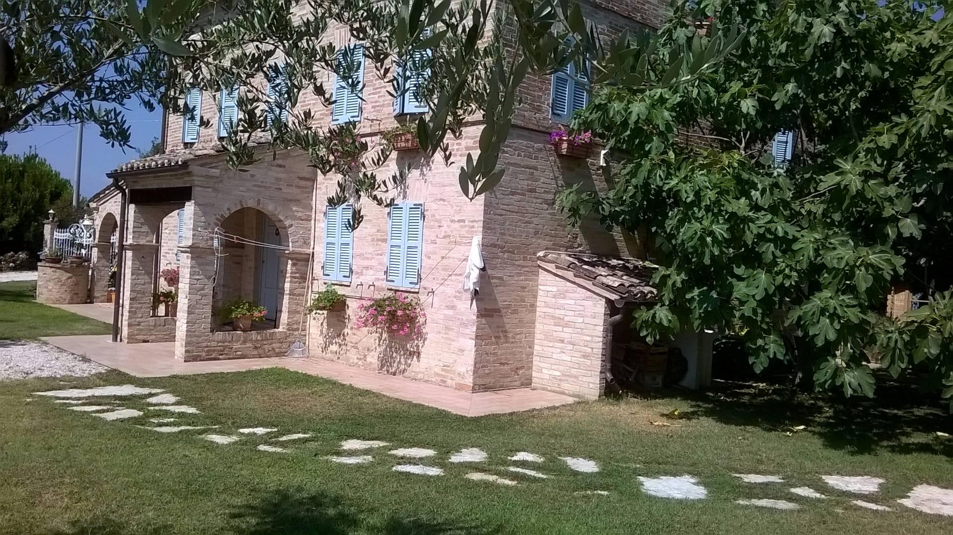 Soluzione Indipendente in vendita a Belmonte Piceno, 7 locali, prezzo € 495.000 | Cambio Casa.it