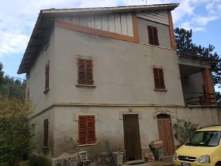Soluzione Indipendente in vendita a Penna San Giovanni, 20 locali, prezzo € 300.000 | Cambio Casa.it
