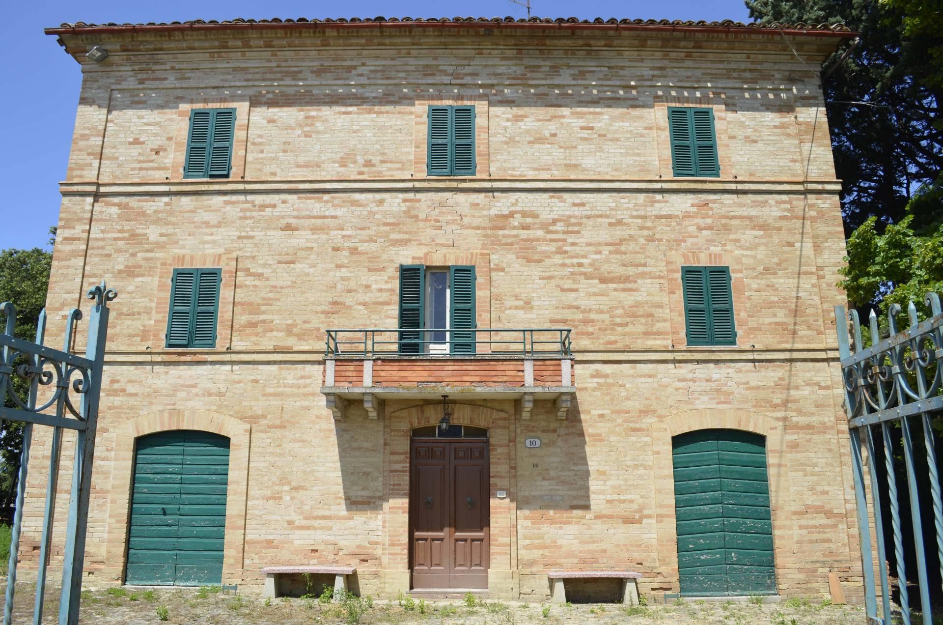 Soluzione Indipendente in vendita a Falerone, 20 locali, prezzo € 430.000 | Cambio Casa.it