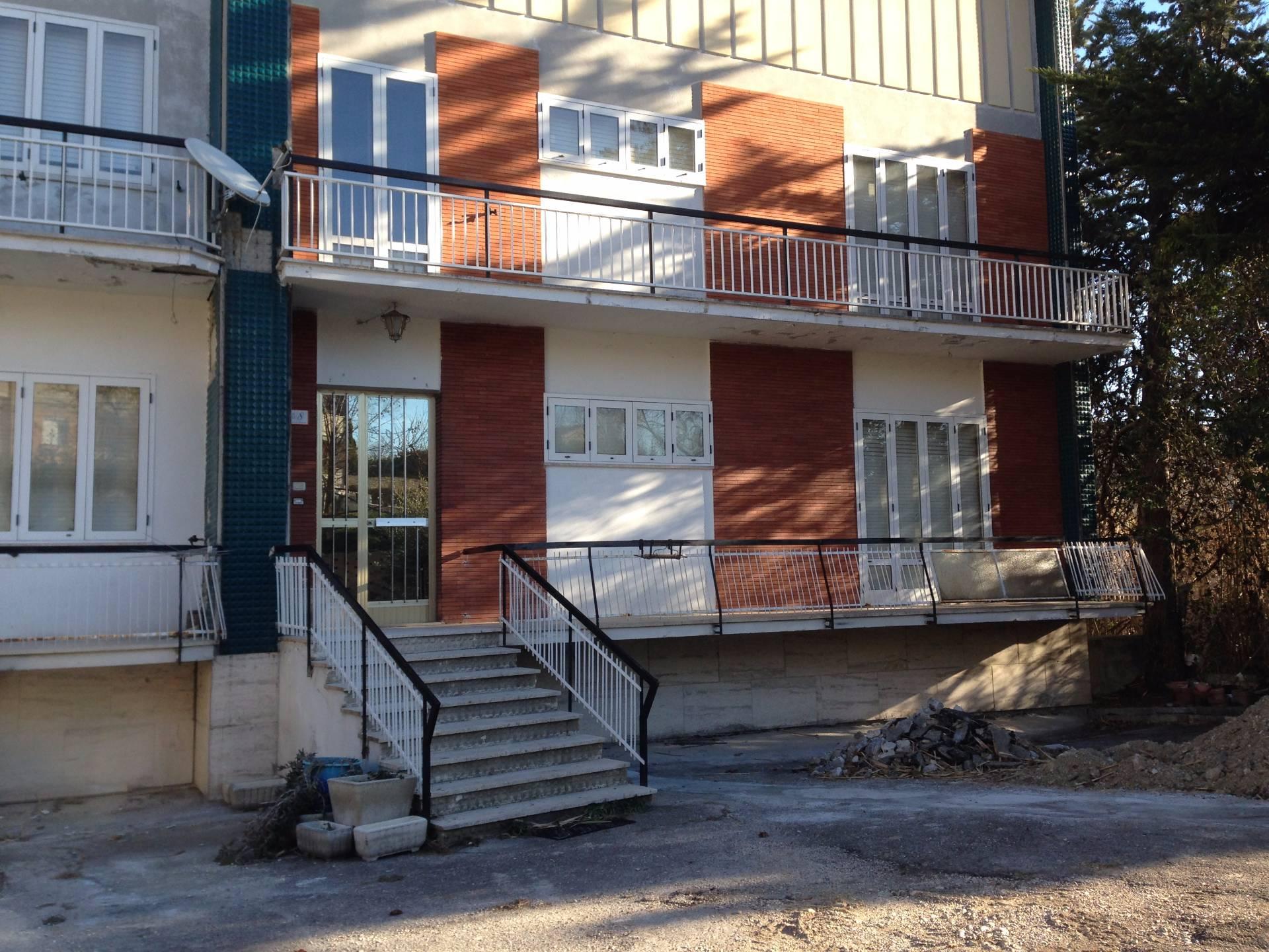 Appartamento in vendita a Monte Vidon Corrado, 7 locali, prezzo € 105.000 | CambioCasa.it