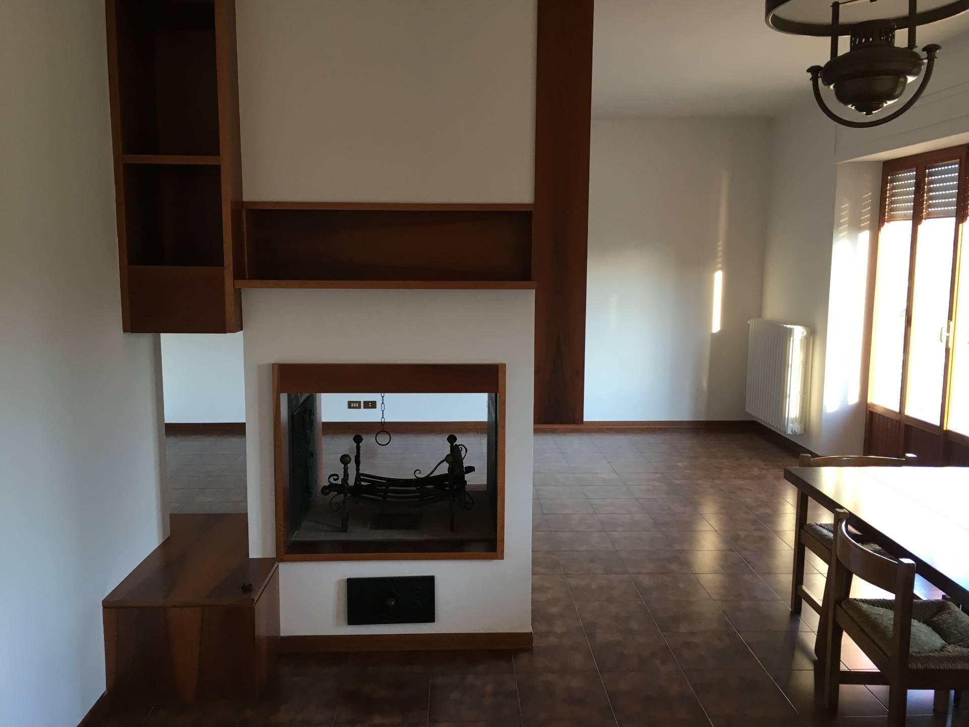 Appartamento in affitto a Falerone, 5 locali, zona Località: PianediFalerone, prezzo € 450 | Cambio Casa.it