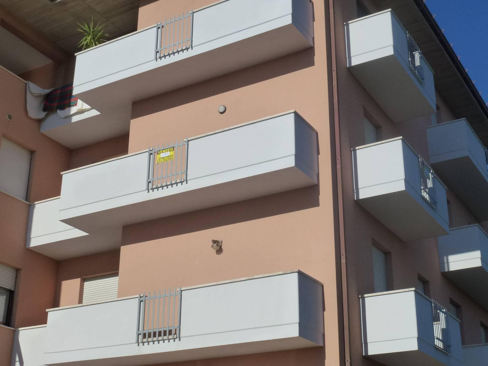 Appartamento in vendita a Massa Fermana, 8 locali, prezzo € 85.000 | CambioCasa.it
