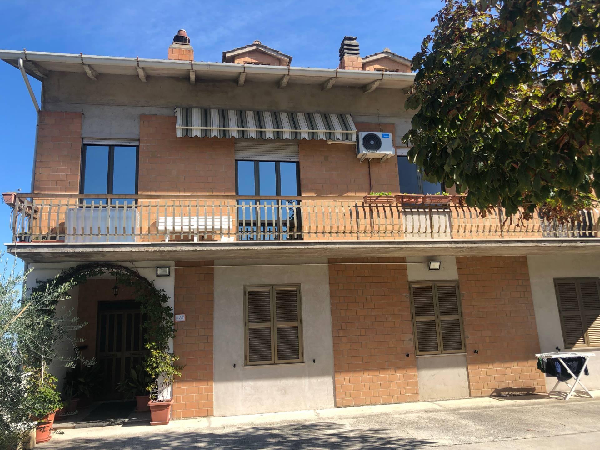 Appartamento in vendita a Monte Vidon Corrado, 7 locali, prezzo € 165.000 | CambioCasa.it