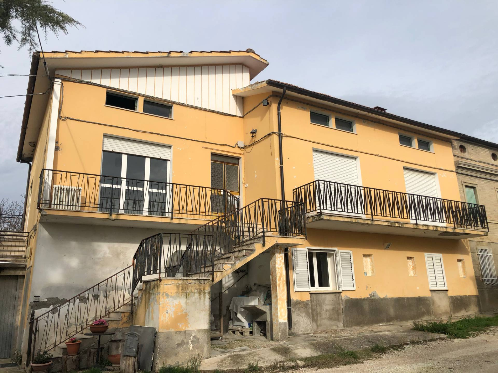 Appartamento in vendita a Montegiorgio, 6 locali, prezzo € 95.000 | PortaleAgenzieImmobiliari.it