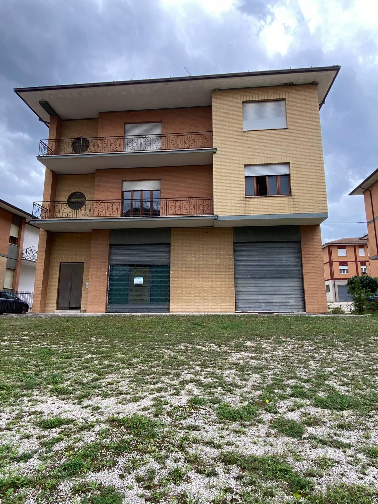 Soluzione Indipendente in vendita a Servigliano, 8 locali, Trattative riservate | CambioCasa.it