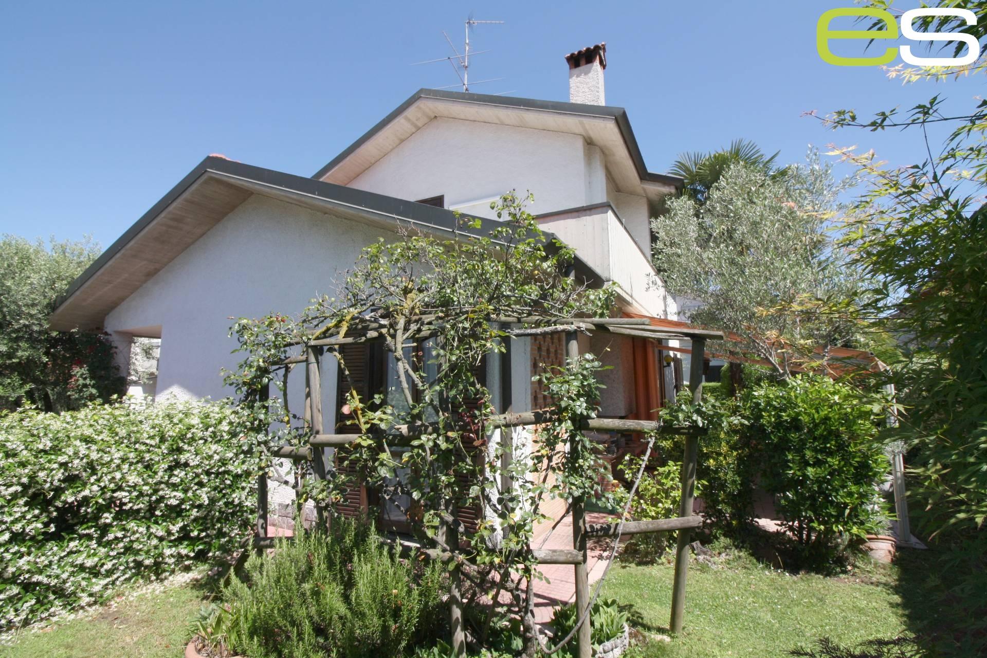 Villa in Vendita a Renate
