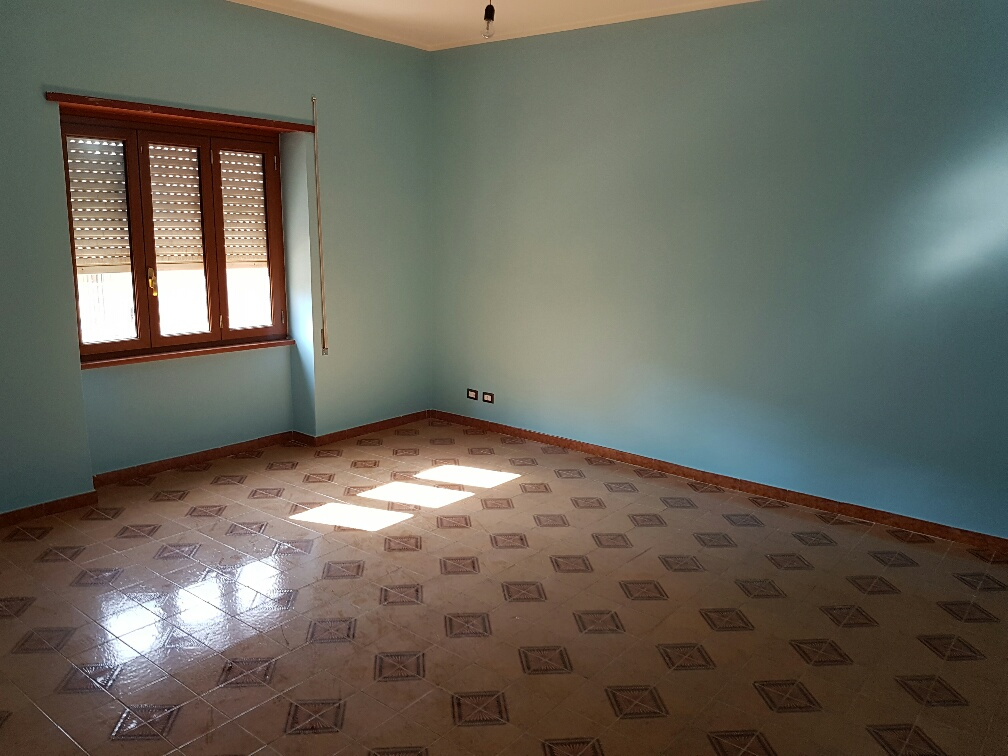Appartamento in affitto a Guidonia Montecelio, 4 locali, zona Zona: Villanova, prezzo € 550 | Cambio Casa.it