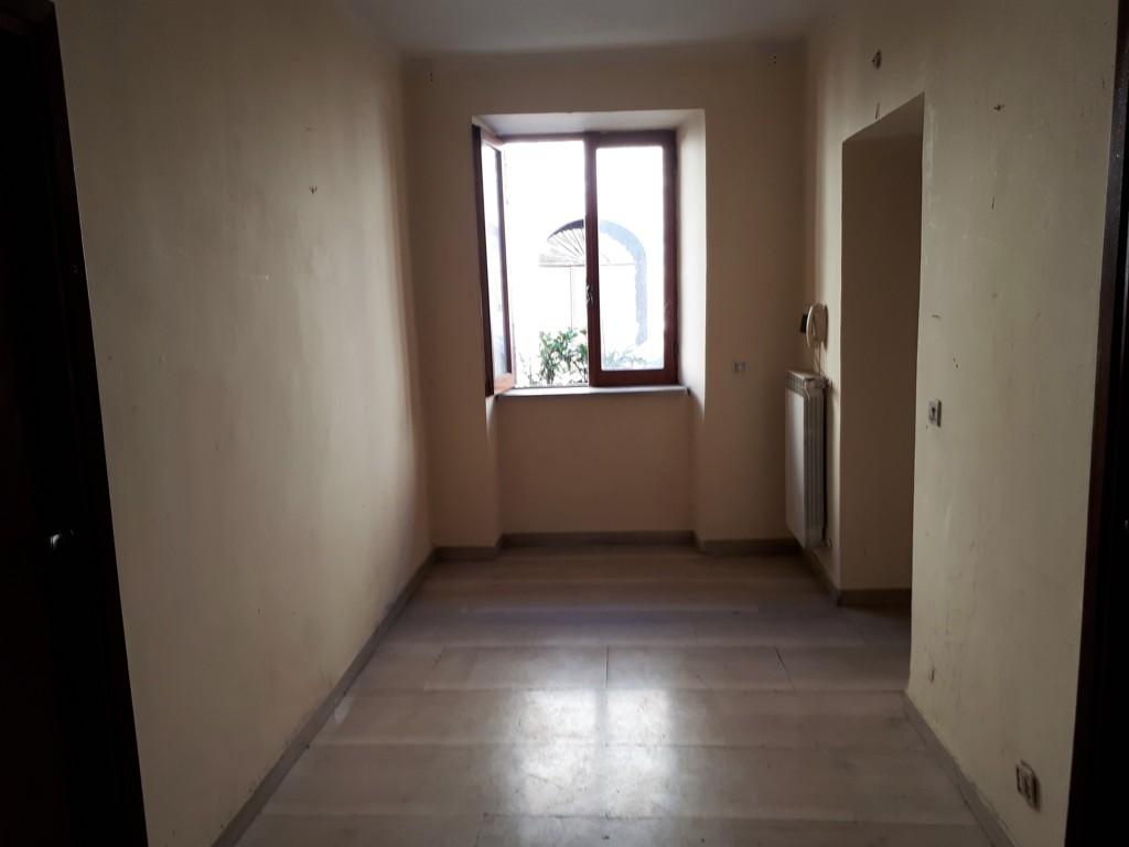 Appartamento in vendita a Montorio Romano, 4 locali, prezzo € 85.000 | Cambio Casa.it