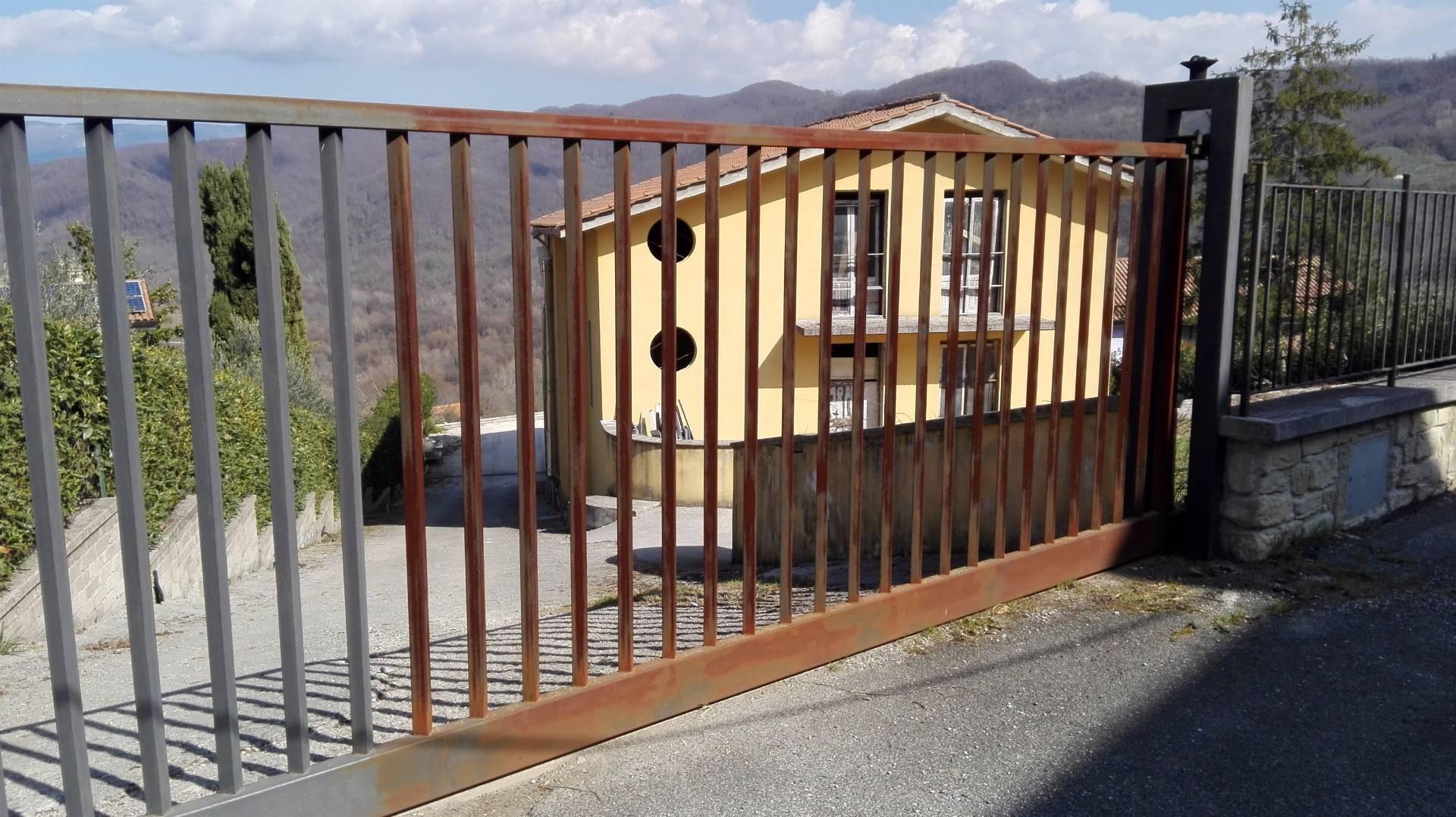 Appartamento in vendita a Pisoniano, 9 locali, prezzo € 160.000 | Cambio Casa.it