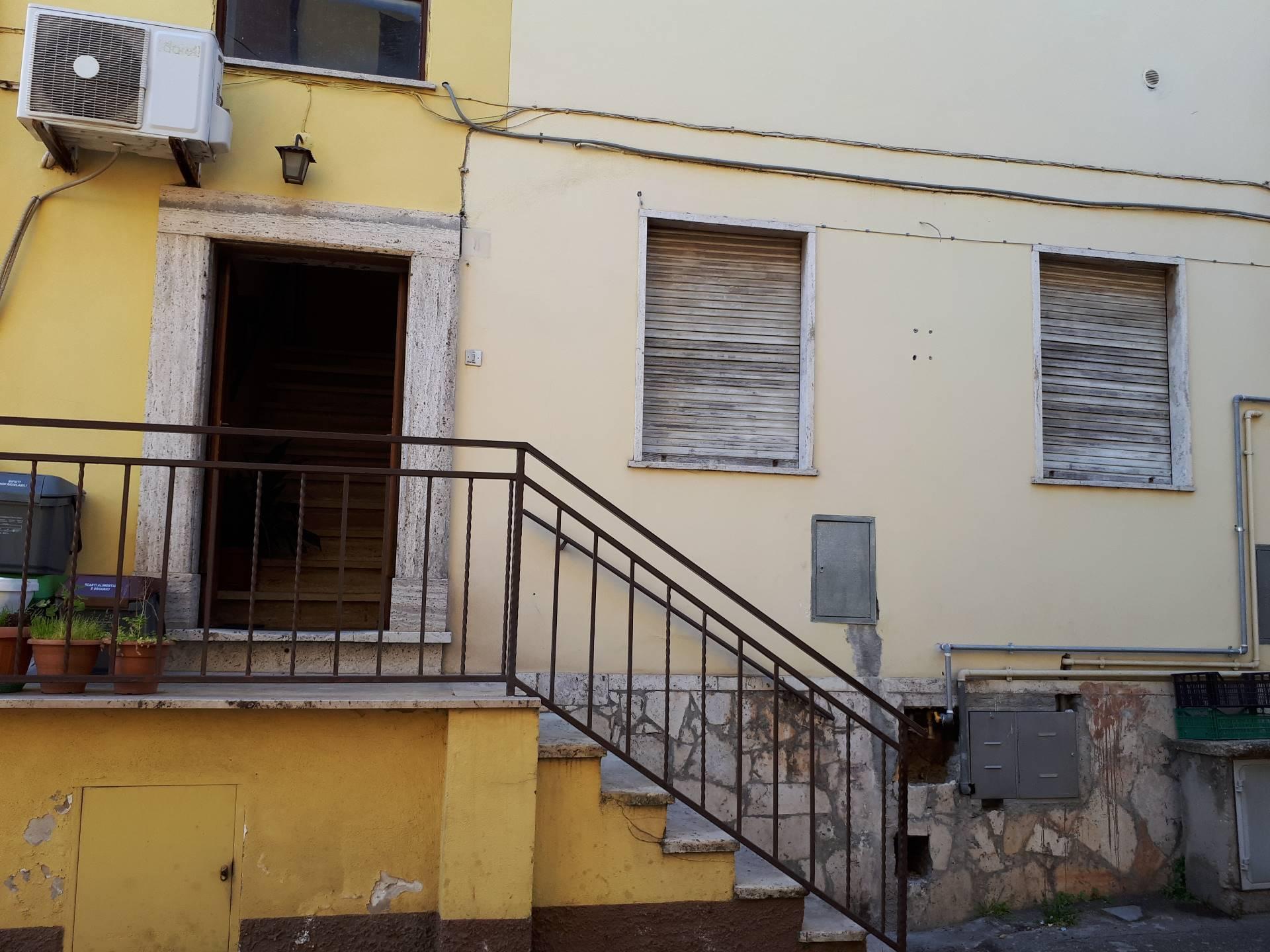 Appartamento in vendita a Montorio Romano, 4 locali, prezzo € 70.000 | CambioCasa.it